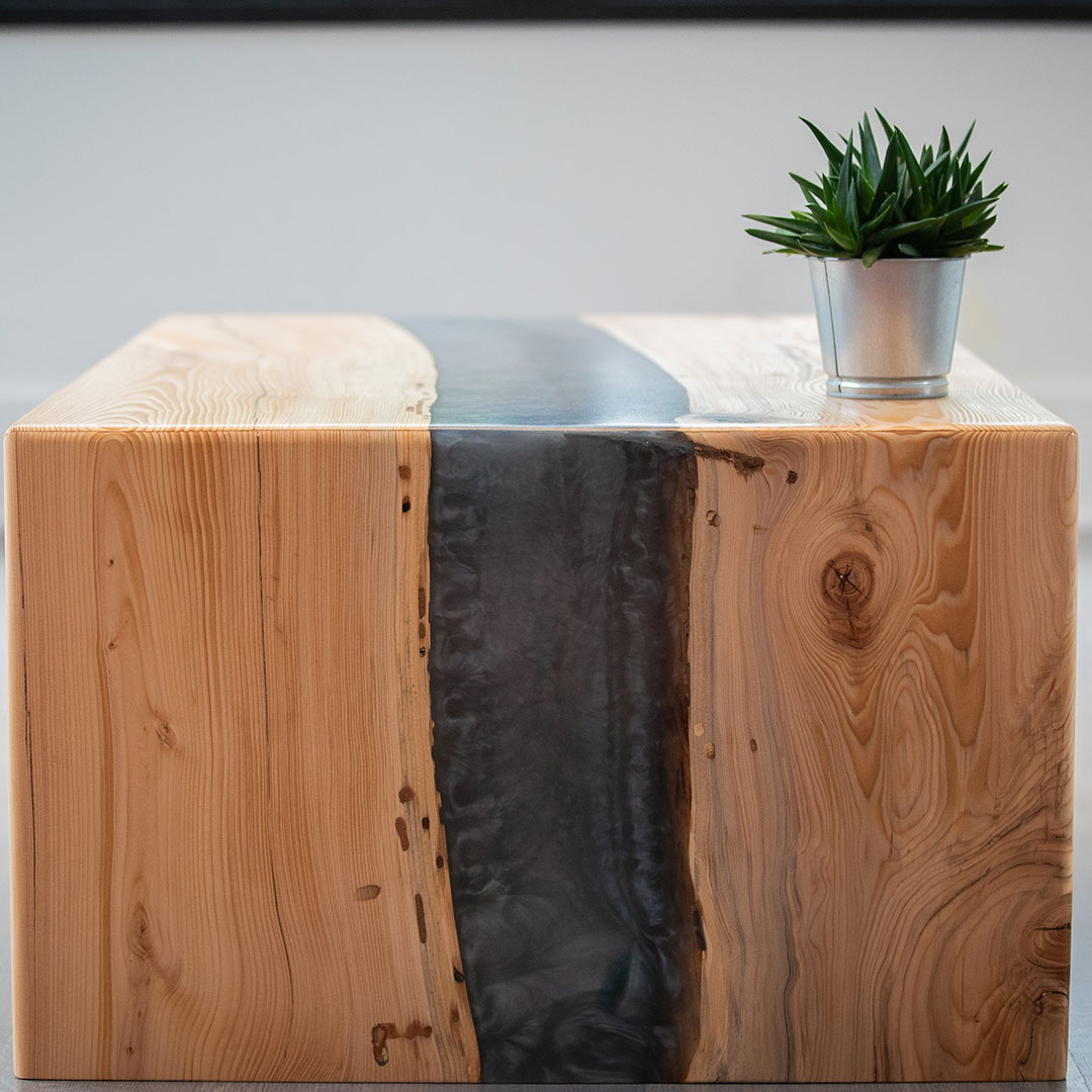 Photo: Waterfall table with a green plant